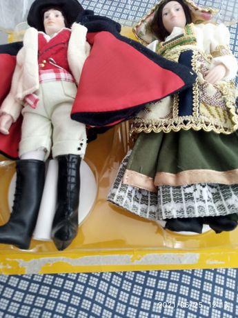Ляльки пару в національних костюмах