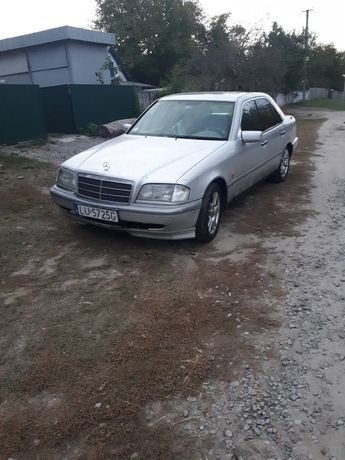 Mercedes C220 1994 в нормальном состоянии