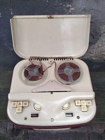 Stary magnetofon szpulowy lampowy RFT KB100