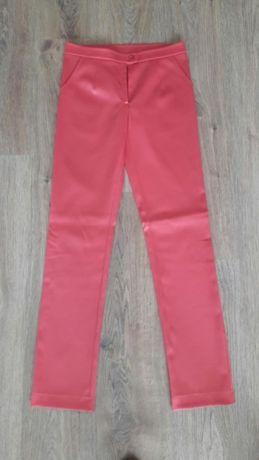 spodnie, malinowe, śliskie szyte na miarę r. 36