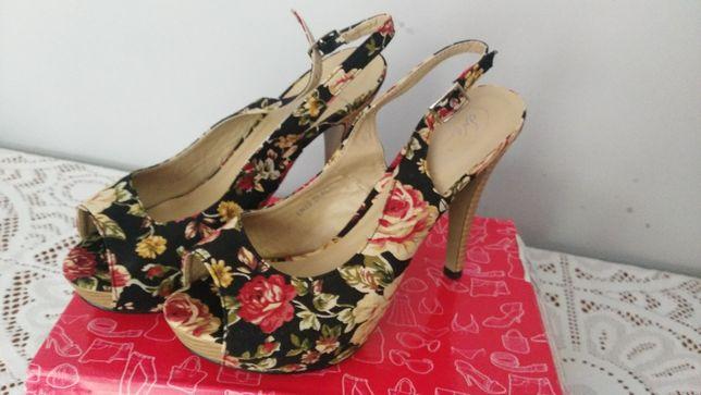 Sapato Sandália tacão novo 38