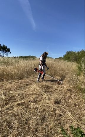 Limpeza de terrenos com roçadora