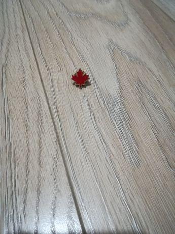 Przypinka czerwony liść klonu