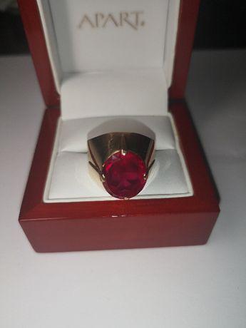 złoty pierścionek,bardzo bogaty