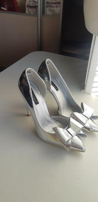 Туфли нарядные,очень красивые!