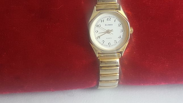 Zegarek damski na bransoletce
