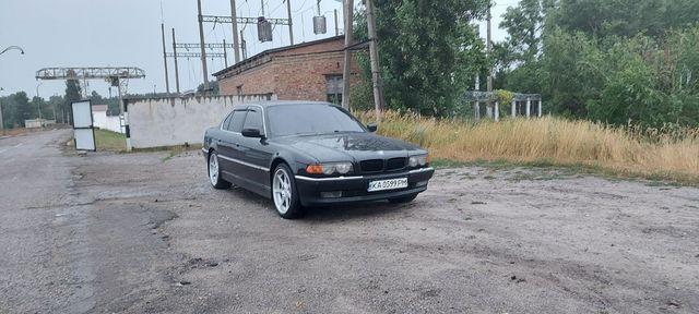 Продам BMW 740...