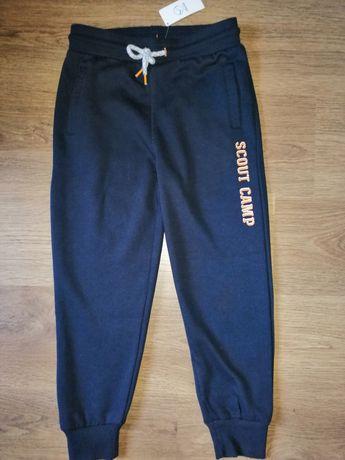 Nowe spodnie dresowe chłopięce - rozm. 146