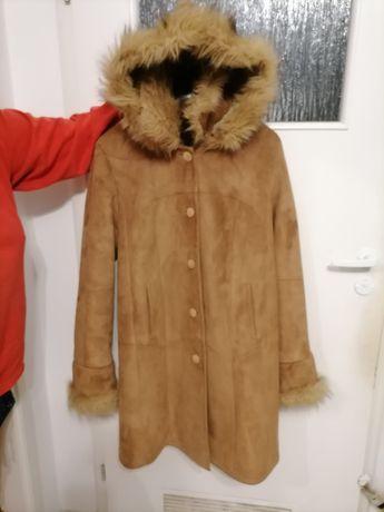 Płaszcz Eco skóra roz. M z kapturem kożuszek damski