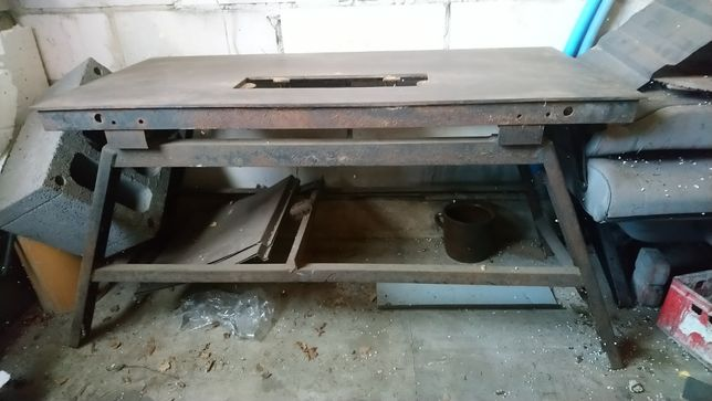 Stół pod krajzegę