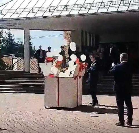 Pudło z balonami na wesele / balonowy prezent HEL dekoracje