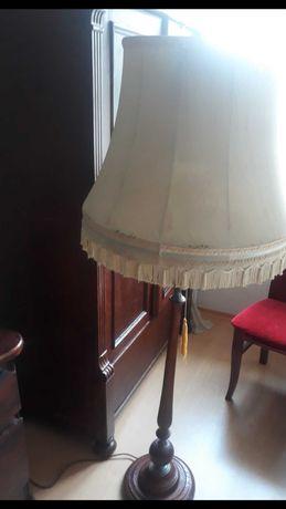 Lampa stojaca drewniana