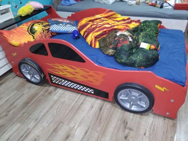 łózko auto z materacem