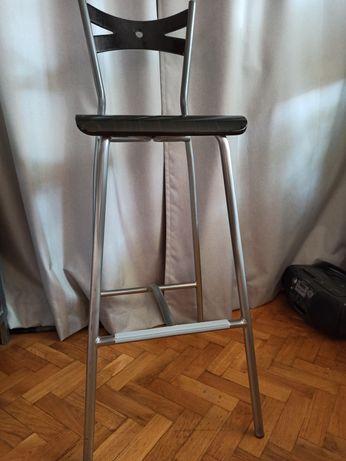 3 Krzesła hoker z oparciem