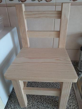 Vende-se cadeira pequena