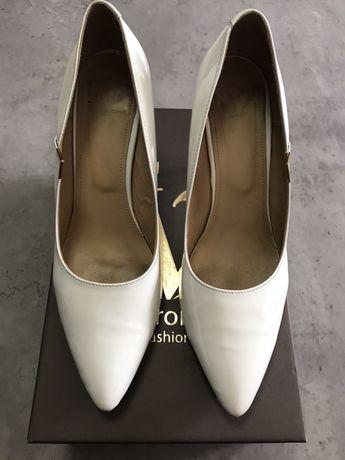 Buty pantofle białe do ślubu, 40 41, skóra