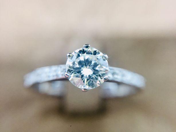 Золотое кольцо с натуральными бриллиантами 0.67 карат.
