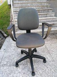 Cadeira Rodada com braços, usada