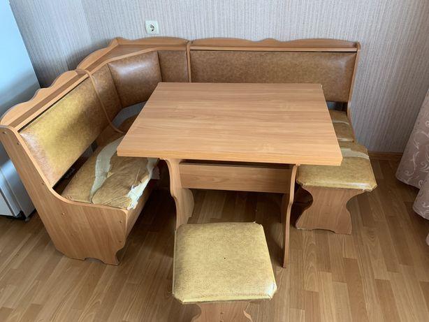 Продам кухонный уголок со столом и 2 стульями
