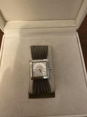Женские часы Nina Ricci