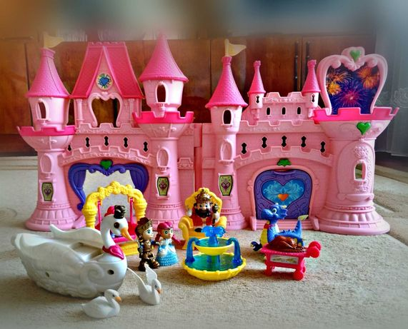 Игрушки. Красивый замок
