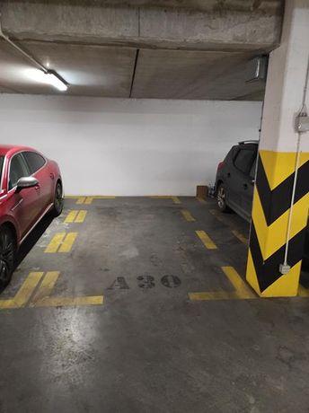 Standardowe Miejsce postojowe garaż podziemny Kraków Rakowicka 22