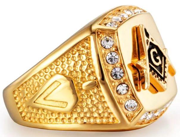 """Stylowy złoty (18k) sygnet """"GUCCI"""" z diamentami od Swarovskiego;"""