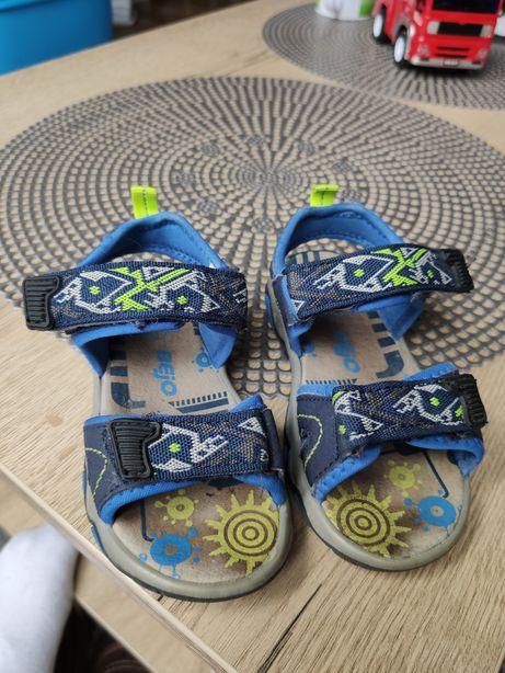 Sandałki chłopięce 24