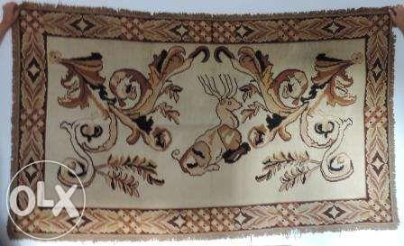 Tapete de Arraiolos com desenho antigo