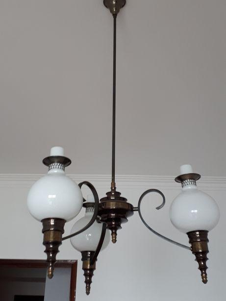 Candeeiro antigo com 3 lanternas