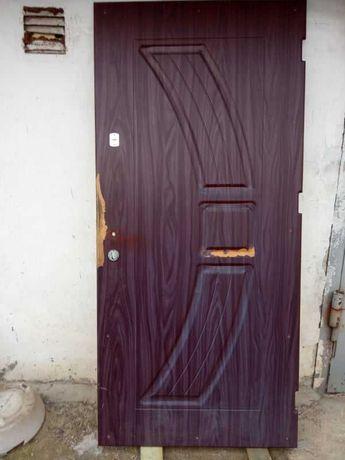 Ремонт вхідних дверей,реставрація МДФ накладок,заміна замків