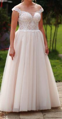 Suknia ślubna w kolorze brzoskwiniowym