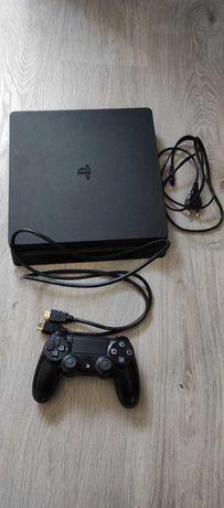 PS4 Slim 1TB + Pad + kable UBEZPIECZENIE od NW do 11.12.2021r.