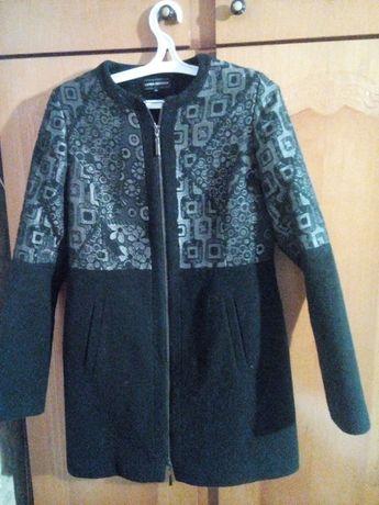 Продам женское демисезонное пальто, 44 размер, длина 80 см