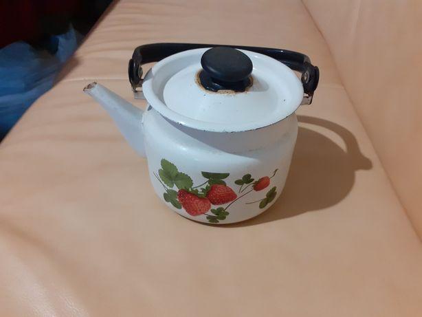 Продам чайник б/у в нормальном состоянии,не течет