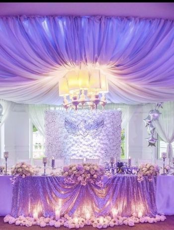 Ścianka ze sztucznych kwiatow, biała