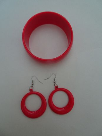 Czerwony zestaw biżuterii