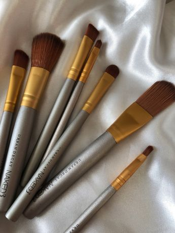 Срочно Продам новые профессиональные кисти для макияжа