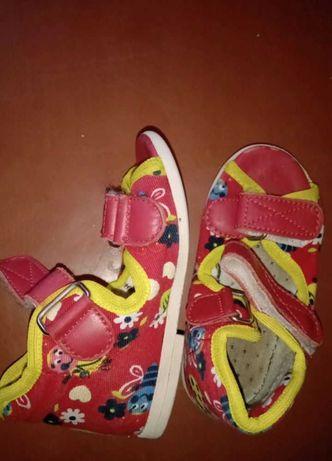 Отдам бесплатно туфли детские