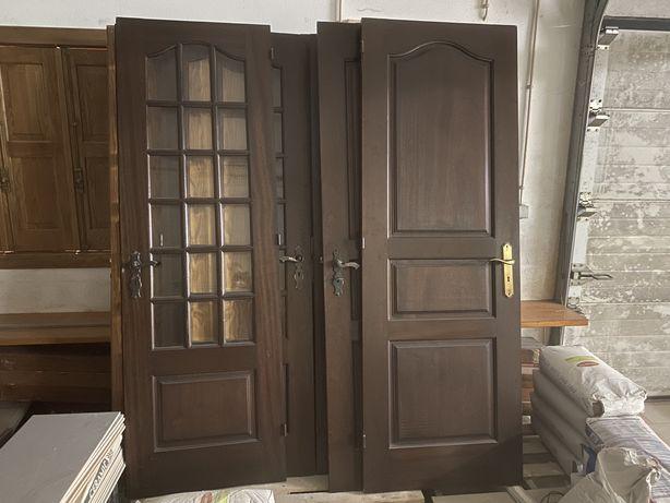 Portas em madeira maciça de mogno