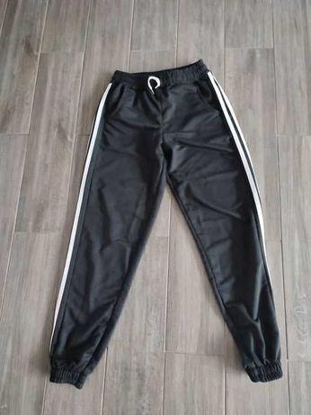 Spodnie dresowe czarne Moose