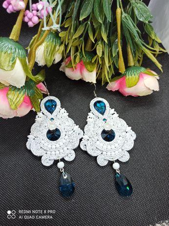 Białe niebieskie błyszczące kolczyki sutasz na wesele ślub prezent