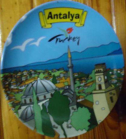Сувенирные настенные тарелки из разных стран