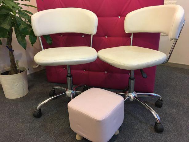 Fotele    obrotowe białe 2szt