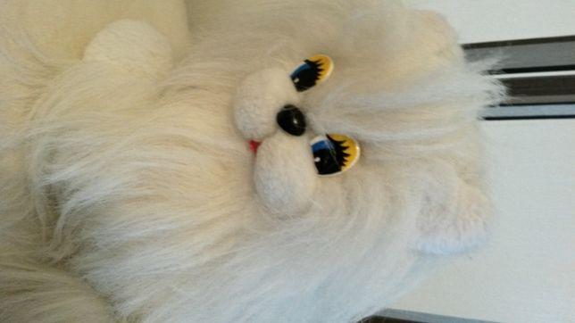 Продам игрушку мягкую лохматую белую кошечку 40 см длин 25 см выс б/у