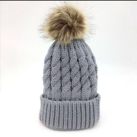 Детская зимняя вязаная шапка с бубончиком