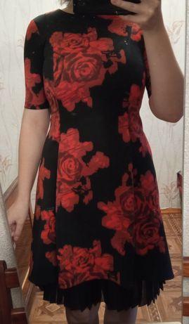 Платье чёрное с красными цветами