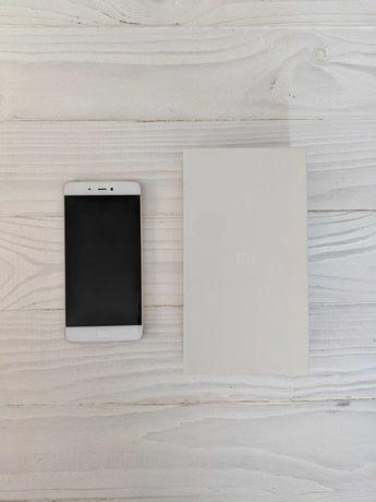 Телефон Xiaomi Mi 5S + чехол