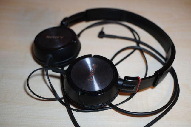 Czarne, nauszne słuchawki od Sony
