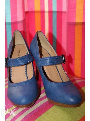 Sapatos novos Tam 37 Azul com Fivela